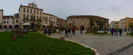 Este town square