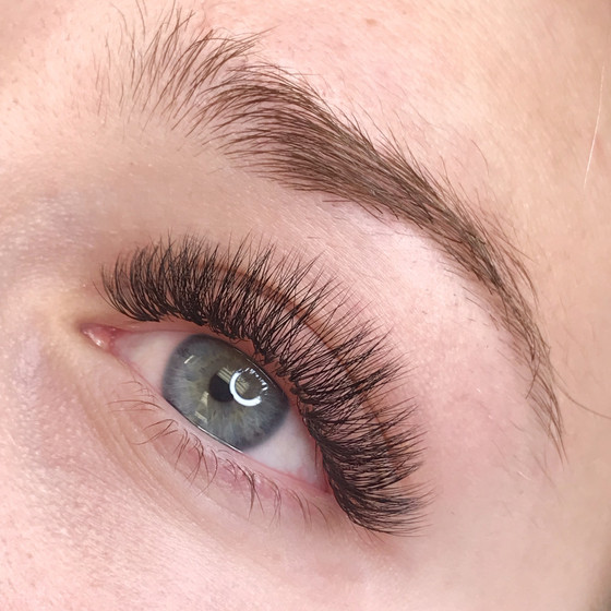 Lash Extension Allergic Reactions: What You Should Know