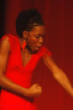 Heloisa Jorge em AMÊSA, solo-performance com texto do angolano José Mena Abrantes.
