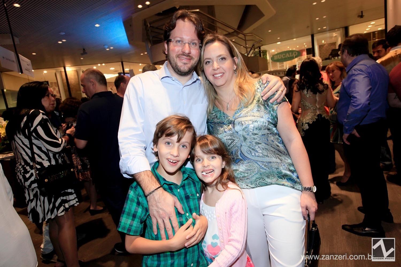 Claudia Gallasso e Daniel Polacchini com Felipe e Laura