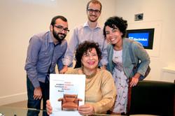 Guilherme Salge, Vitor Sabio e Beatriz Moura com Maria Cecilia Loschiavo dos San