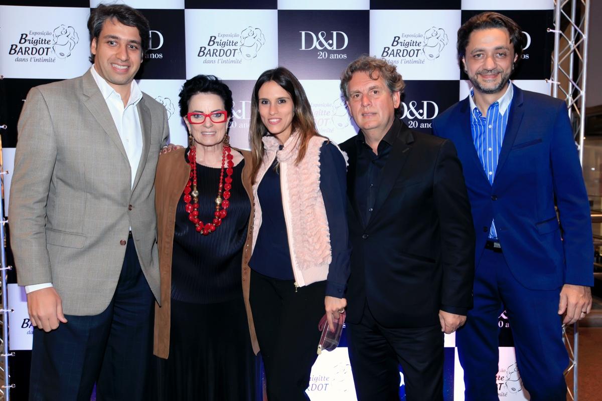 Luciano Menezes, Cris Ayrosa, Andrea Costa, Angelo Derenze e Jefferson Fernandes