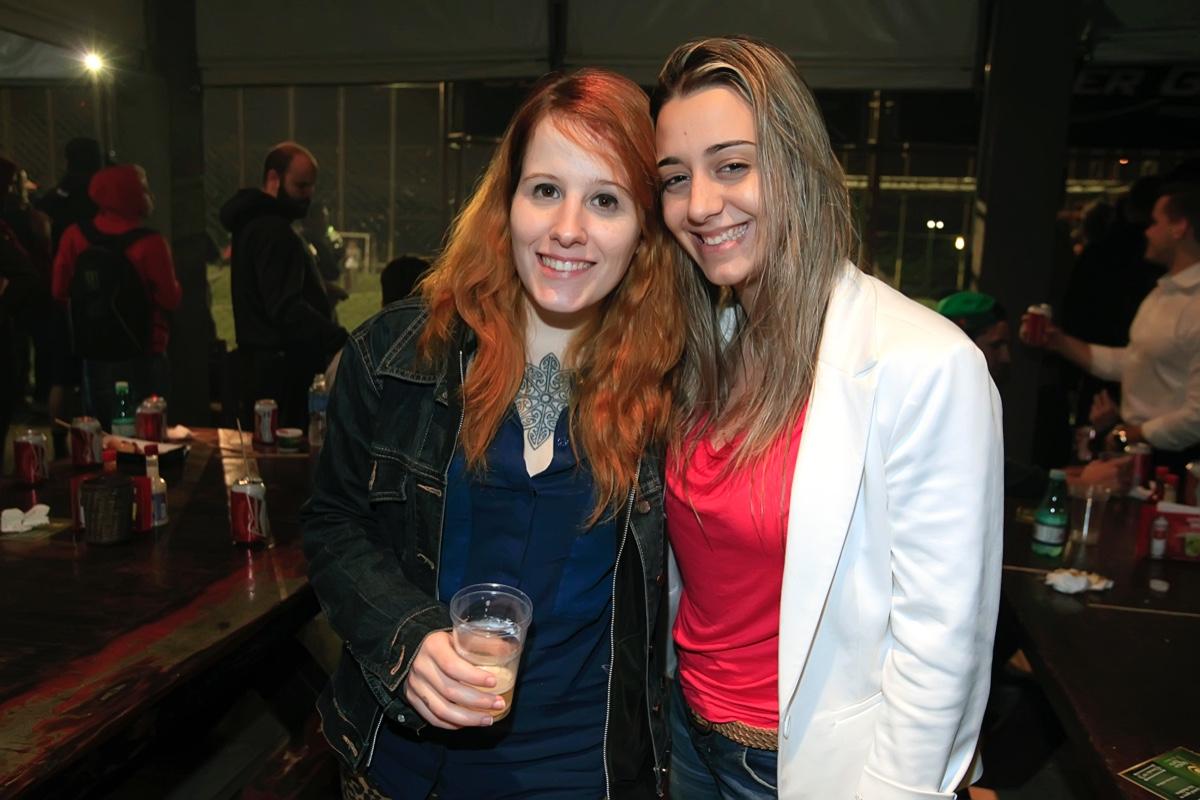 Raissa Menegais e Agatha Perez.jpg