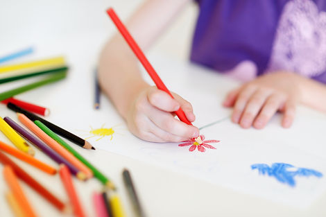 Cute-girl-drawing-a-picture-with-colorfu