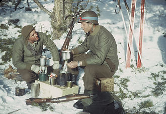 10th_Mt_Soldiers_around_the_stove_winter.jpg