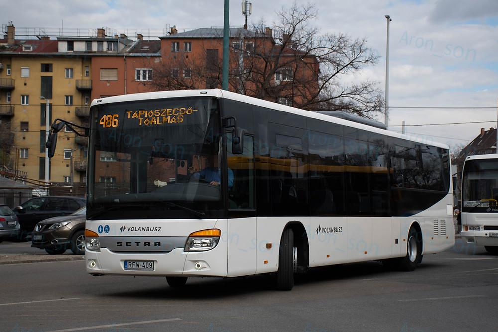Csillogó új busz, elégedett sofőr, működő kijelző már az első napon. Rég volt ilyen 'együttállás'.
