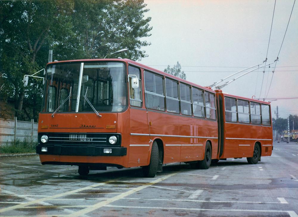ikarus_280t_proto_1980_4.jpg