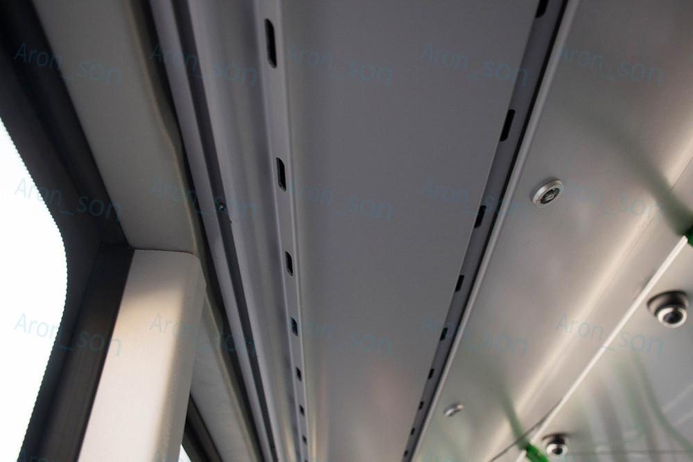 Befúvó nyílások a légcsatornaburkolat alsó felén.