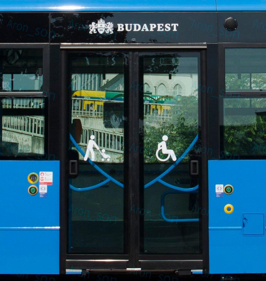 Ikarus Szegedi Alkatrészgyártó Kft. ajtórendszere, mozgóelemes huzatzáróval.
