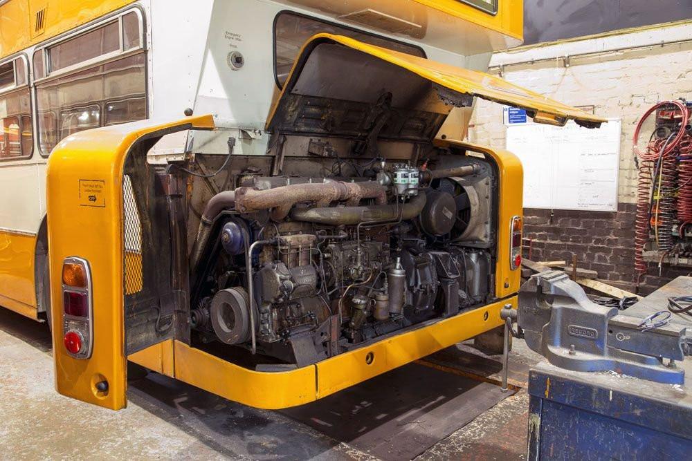 Az emeletes Leyland Atlantean típusú autóbuszban is a 6. változat szerinti elrendezést alkalmazták. Kép forrása: internet