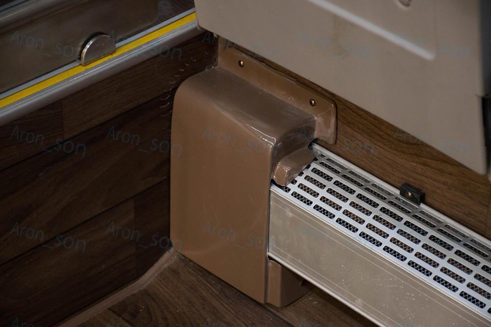 E18, 2-es ajtóval szemközti radiátor.