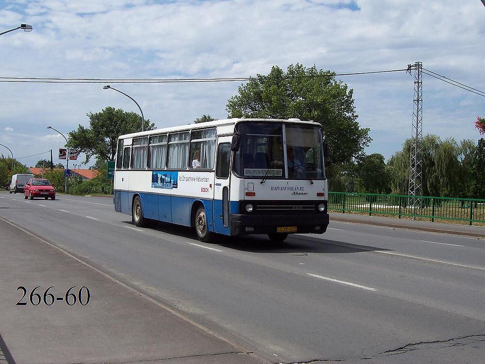 A 395-ös korszak előtt, a 90-es évek elején, a CJX-422 (ex BY-27-71, 1987) még Mátra Volán festéssel, a Gyöngyöspata-Budapest járat kocsija volt. Itt már az egyszerű helyközi színeket viseli. Fotó: 266-60
