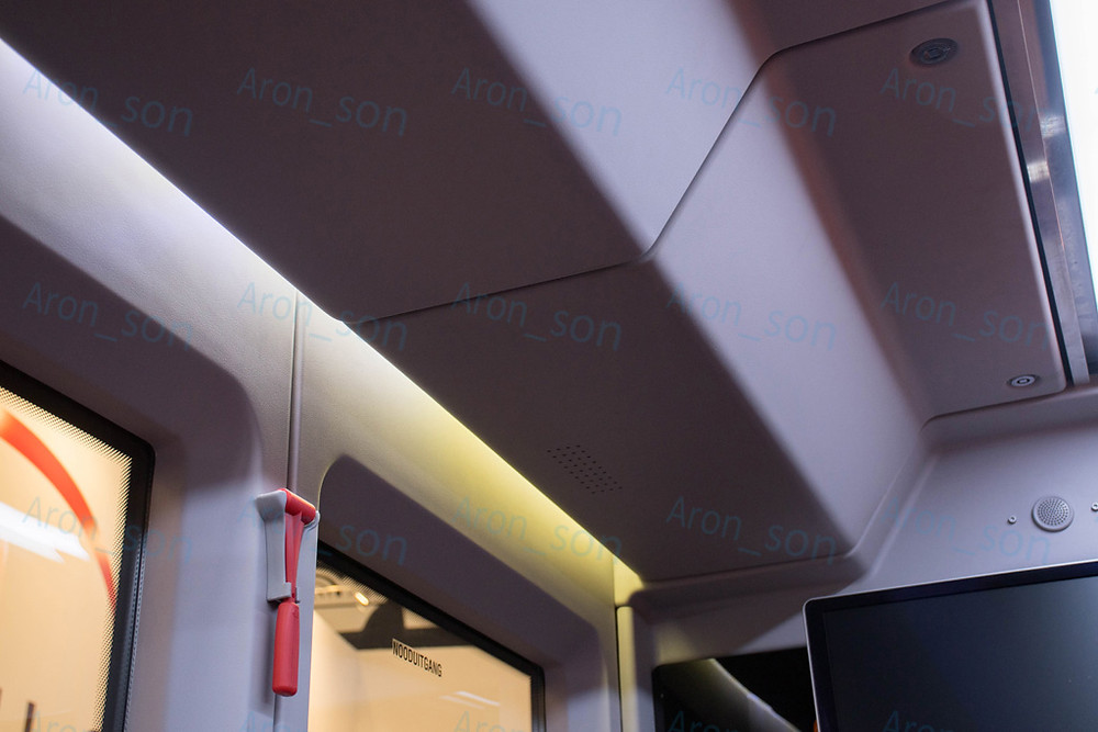 Légcsatornarendszer, paneles belső burkolat, és világítás.