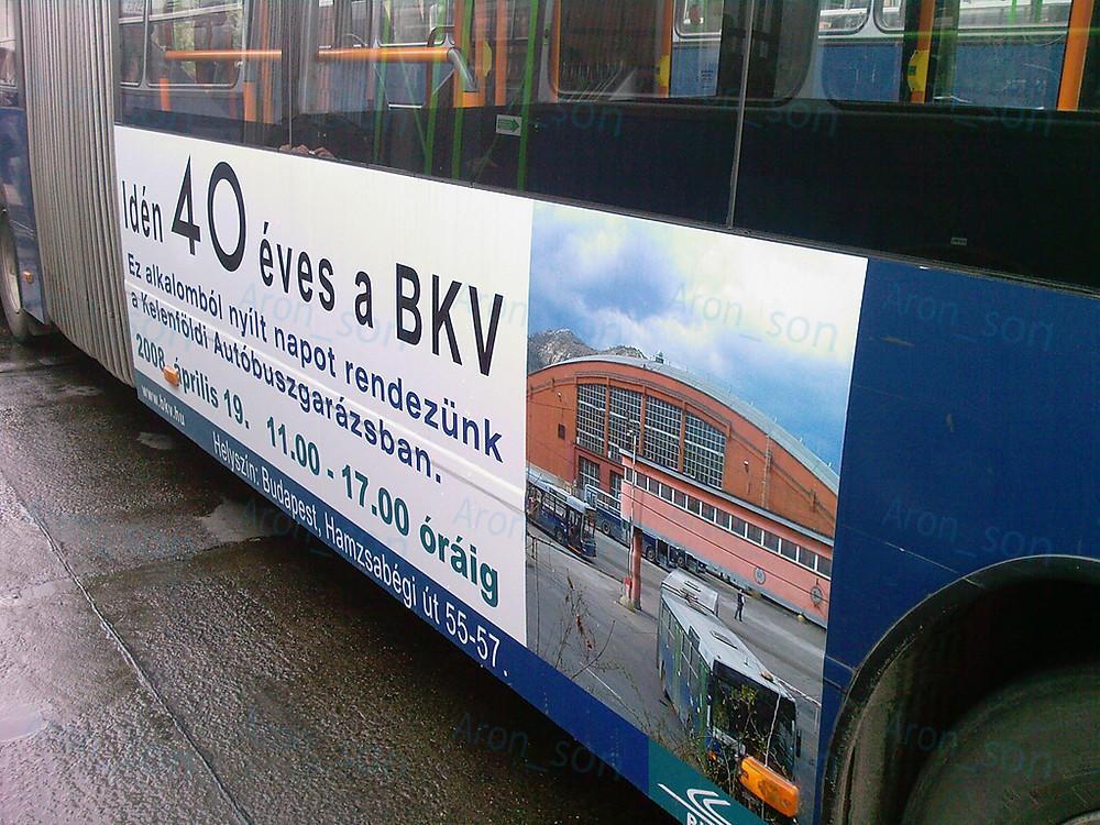 A 40 éves BKV-t és a Kelenföldi nyílt napot hirdető FJX-es Volvo.
