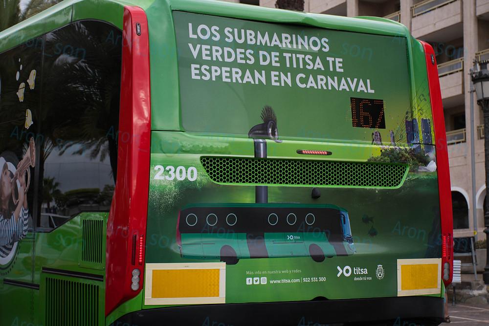 Egy kreatívabb TITSA-s hirdetés az egyik Castrosua hátfalán.