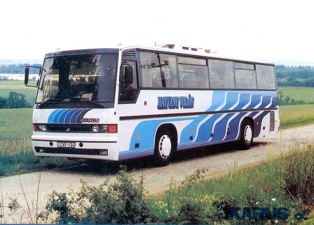 Az Ikarus Alfa (1992) a prospektusból származó fényképen még az eredeti dísztárcsáját viseli.