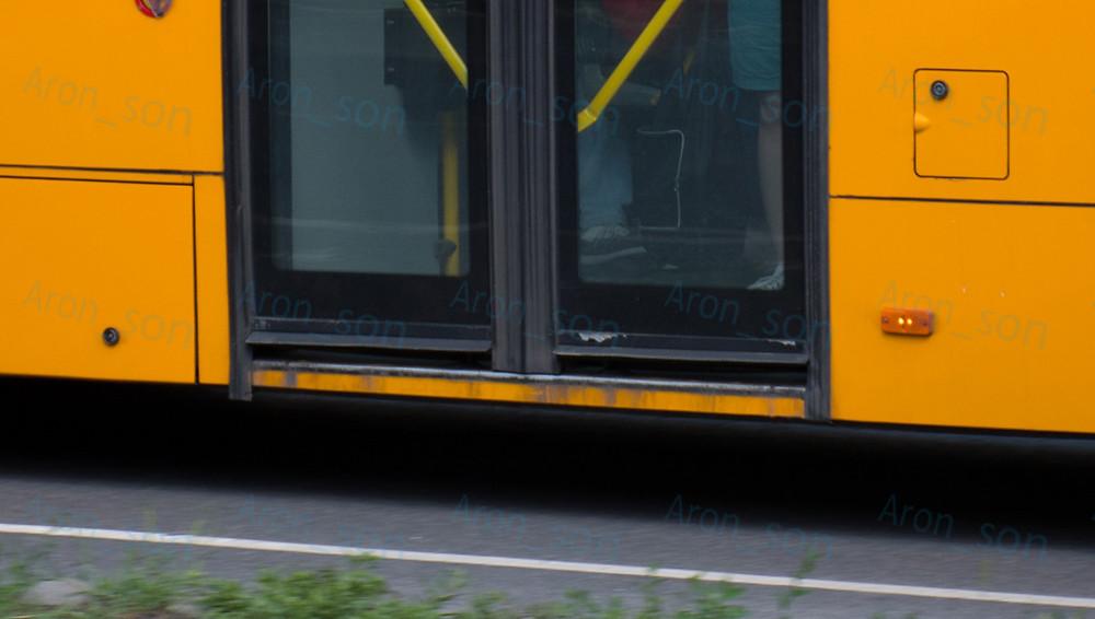 ISAF ajtó egy Volvo 7700A-n, fennakadt huzatzáróval.
