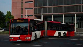 Extrahosszú buszok közforgalomban