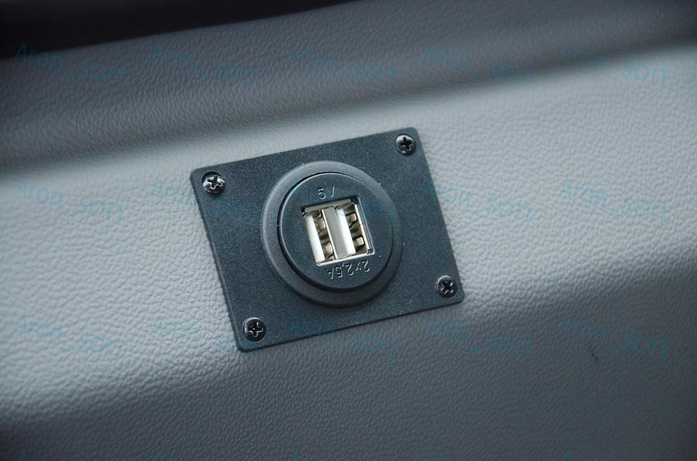 USB-töltőpont minden üléshez jár.