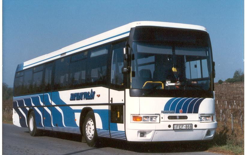 A FEF-868 (1995) csíkjai a '94-es 395-ösökhez képest  kissé sötétebb tónusúak voltak. Fotó: Hatvani Volán