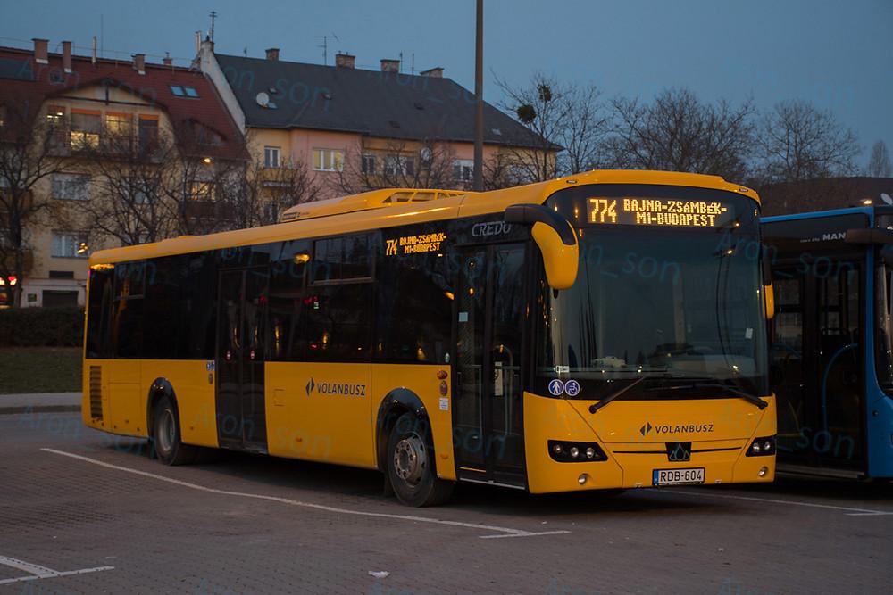A Volánbusz egyik új példánya a frissen indult 774-es járatra kijelzőzve.