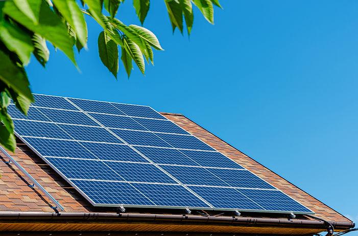 solar-panels-roof-green-energy-money-sav