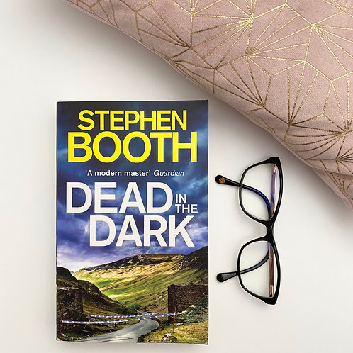 Dead in the Dark - Stephen Booth