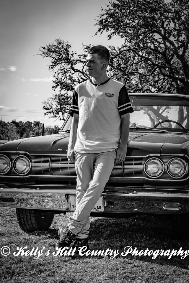 KellysHillCountryPhotography-Logan'sSeniorPhotos2018-5.jpg