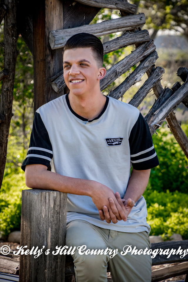 KellysHillCountryPhotography-Logan'sSeniorPhotos2018-43.jpg