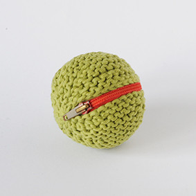 Knitted spherical thumb drive