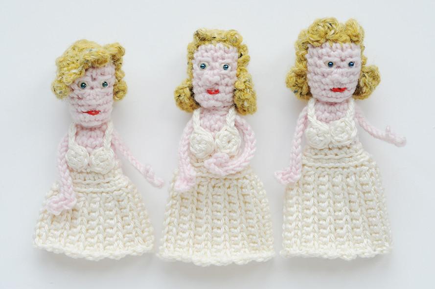 crochet Marilyn finger puppet