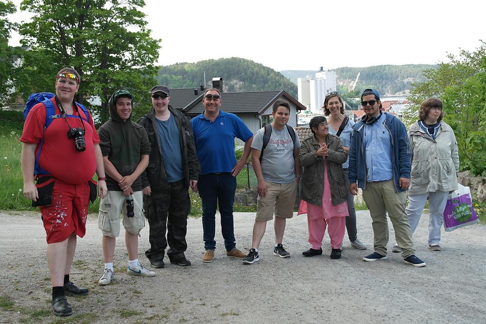 Remy, Andreas, Aleksander, Jon, Michael, Munazzah, Imke, Tobias og Anette E tar seg tid til et bilde på vei opp mot hotellet.