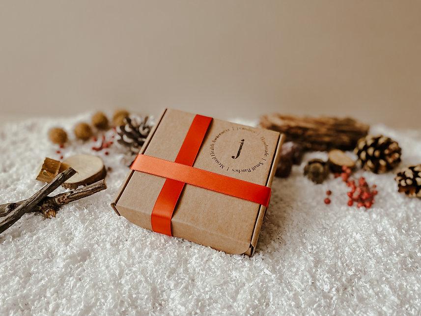 wm gift box 2.jpg