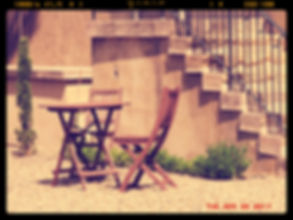 Une terrasse agréable devant un écrin de verdure, aux portes de Lyon !