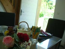 petit_déjeuner_avec_roses
