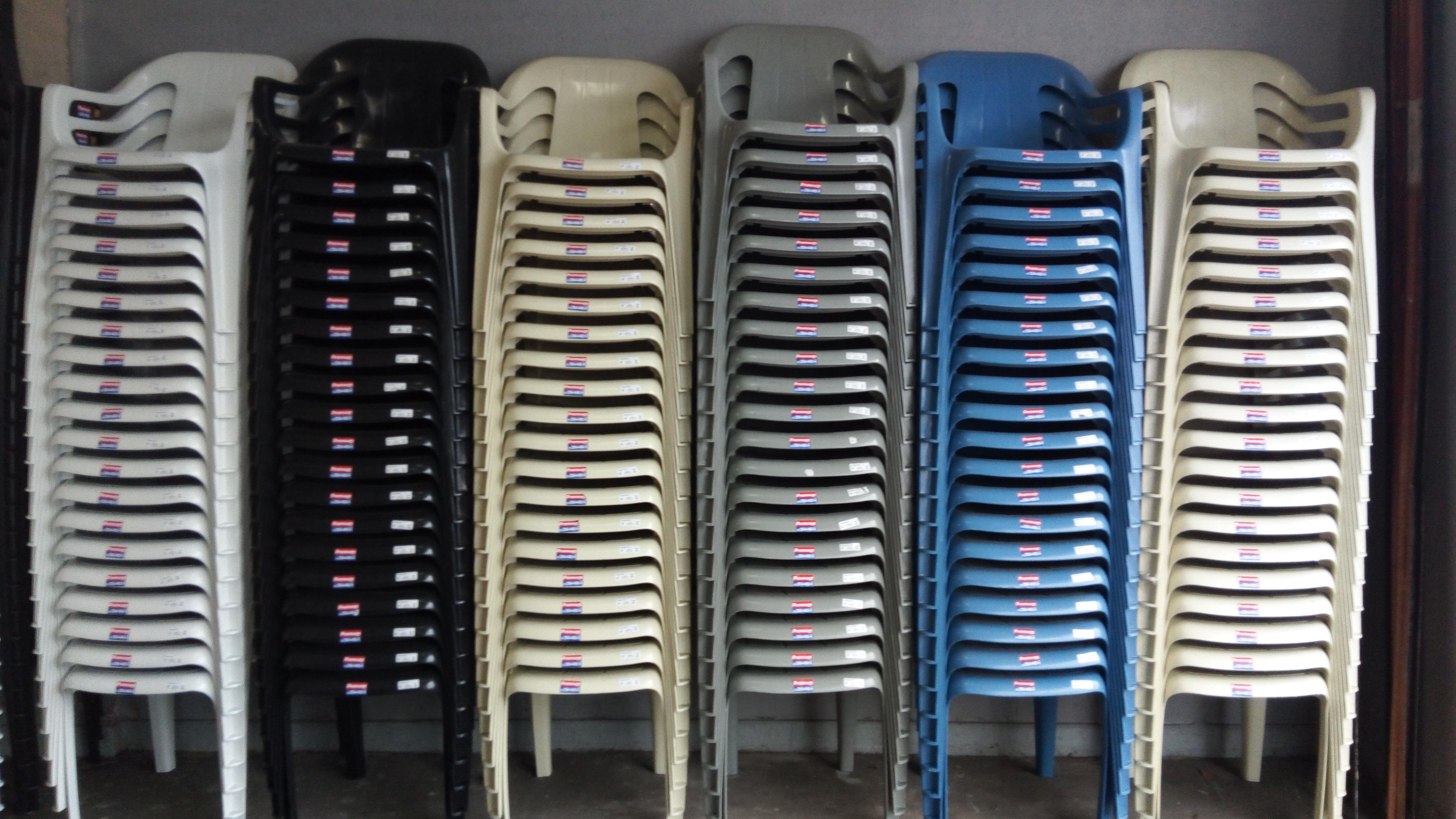 Cadeiras E Mesas De Plastico