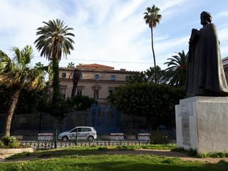 孤獨綻放的茉莉花:革命七年後的突尼西亞
