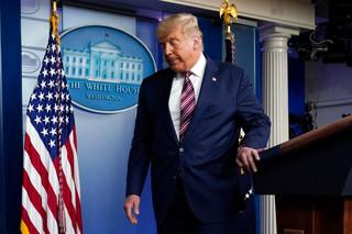川普與媒體的泥巴戰休止了嗎?
