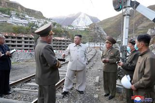 北韓勞動黨創黨紀念日前後 金正恩罕見的「低姿態」有何盤算?
