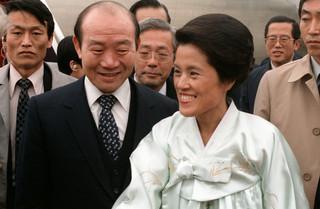 失智的老總統與主張丈夫是「民主之父」的前第一夫人