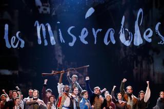 你敢有聽着他們也在唱?──遠觀《悲慘世界》上海公演