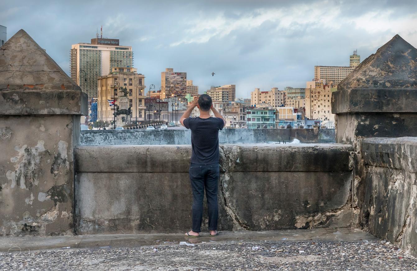 A Tourist on El Malecon