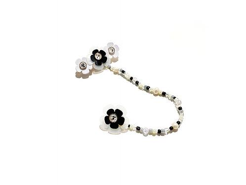 Poppi fava hairclip with earring -Black & White