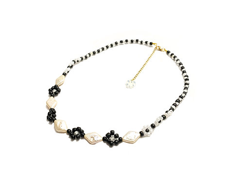 Diamond necklace with water pearl  (Black & White)