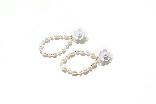 Fava mussel pearl earring