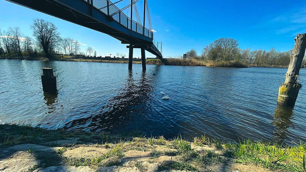 Brücke in Geesthacht in weiterer Perspektive