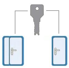 Тамбурную дверь и дверь на лестницу одним ключом.