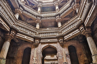 adalaj-step-well-1514747_1280.jpg