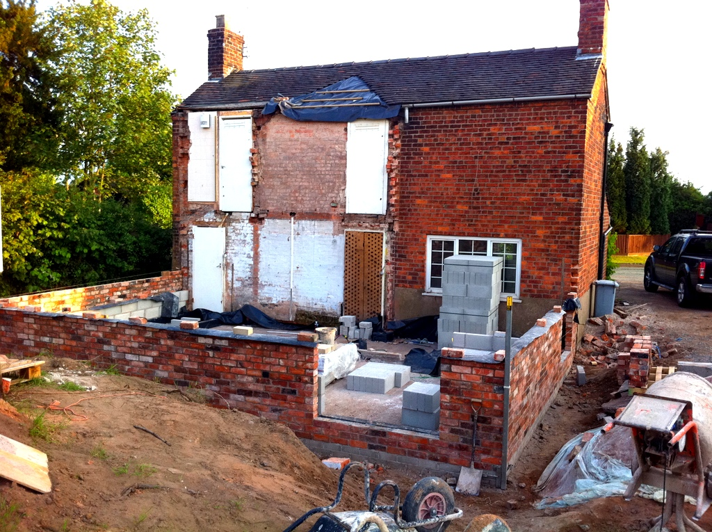 Walls being built in Cheshire Brick