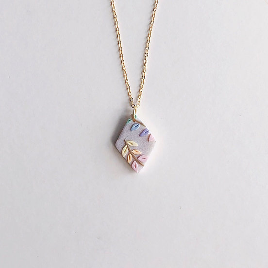 Pastel Leaves Small Rhombus Necklace